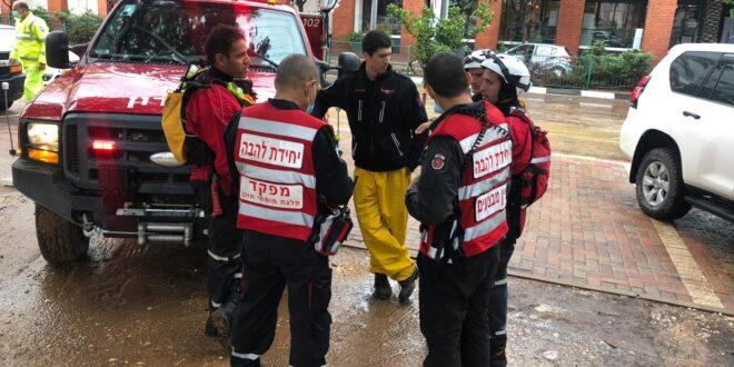 """52 בני אדם חולצו משעות הבוקר מהצפות ע""""י לוחמי האש"""