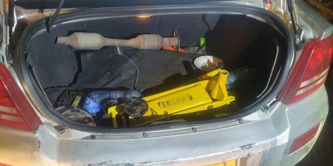 שני צעירים נעצרו בחשד לגניבת ממיר קטליטי מרכב בירושלים