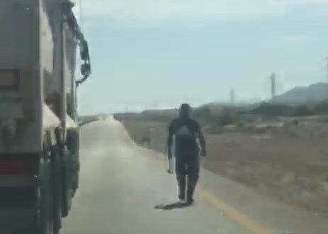 אימה בכביש הערבה: נהג תועד מאיים בפטיש על 4 נוסעות רכב