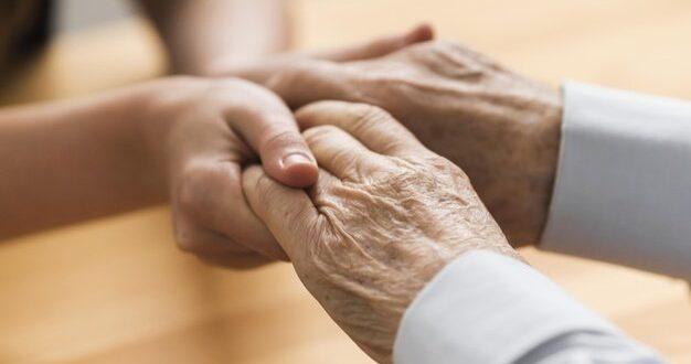 בית המשפט המחוזי: אין לפטר עשרות עובדי שמירה בבתי אבות
