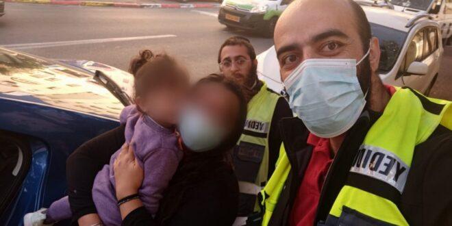 ילדה ננעלה בשגגה בתוך רכב בירושלים וחולצה בשלום