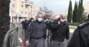 השוטרים הגיעו לאכוף את תקנות הקורונה והותקפו באבנים, שוטר נפגע בראשו ו...