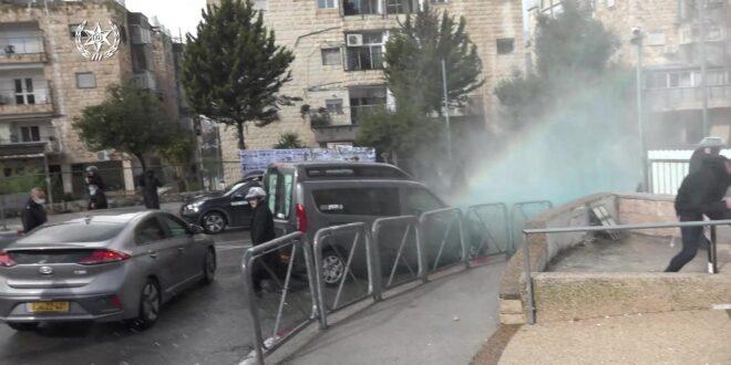 תיעוד: שוטרים הותקפו באבנים בירושלים, 17 חשודים נעצרו