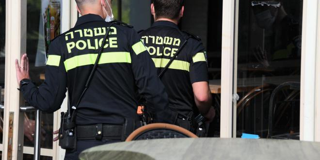 מאות מוחים יידו אבנים וביצים לעבר שוטרים בבית שמש, 3 נעצרו