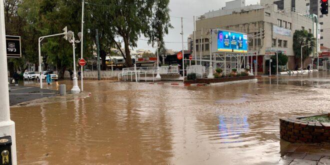 בשל מזג האוויר הסוער: כל הכניסות לנהריה נחסמו בשל הצפות