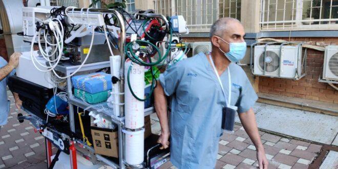 סורוקה: צוות יצא עם מכשיר אקמו עבור חולה במצב קשה והעבירוהו באמבולנס לטיפול נמרץ קורונה