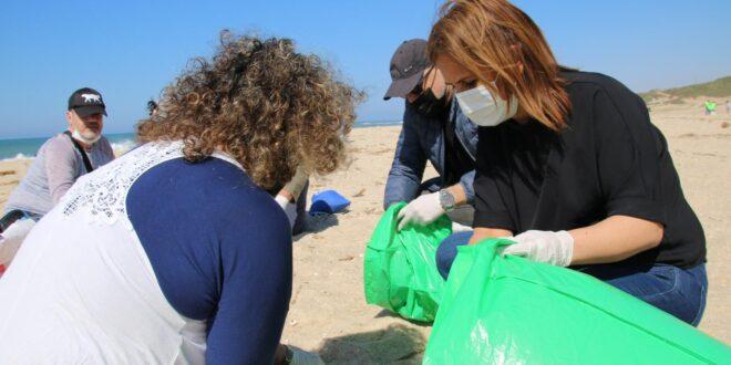 """""""רמזור זיהום החופים"""": חוף שקמונה בחיפה מוגדר כאדום"""