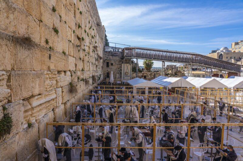 ישיר מהכותל המערבי: אלפים בברכת הכהנים המסורתית בירושלים