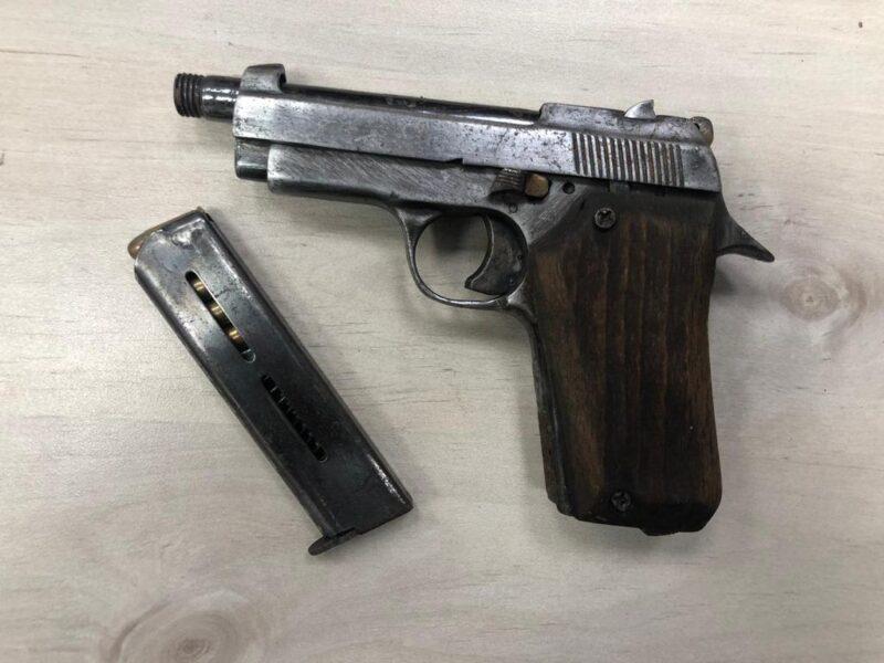 שלושה תושבי המרכז חשודים שרכשו נשקים והעבירו אותם לגורמים עברייניים