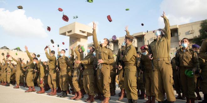 דרגות קצונה הוענקו היום למסיימי קורס קצינים קרביים