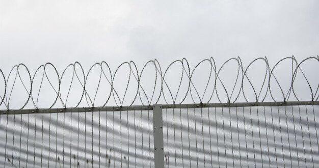 2 סוהרים נחקרו באזהרה בחשד לקבלת טובות הנאה מצד אסירים