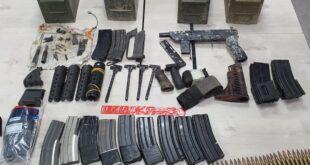 רובה, שני רימוני רסס, 16 מחסניות M-16, חלקי נשק שונים, אלפי כדורי תחמו...