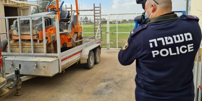 """2 בני אדם נעצרו בחשד לגניבת כלי צמ""""ה מסוג מכבש ביישוב אום בטין"""