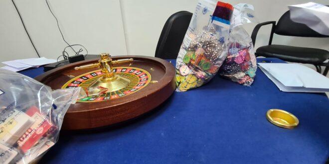 """המשטרה חשפה מספר בתי הימורים באזור ראשל""""צ, אותרו 34 מהמרים"""