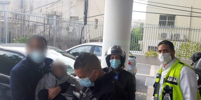 פעוטה בת שנתיים ננעלה בשגגה בתוך רכב ברמת גן וחולצה בשלום