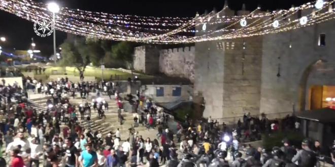 קצין משטרה נחקר באזהרה בחשד לתקיפת אדם בשער שכם בירושלים