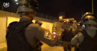 במהלך הלילה פעלו לוחמי משמר הגבול במעבר קלנדיה ובקבר רחל מול מאות מפרי...