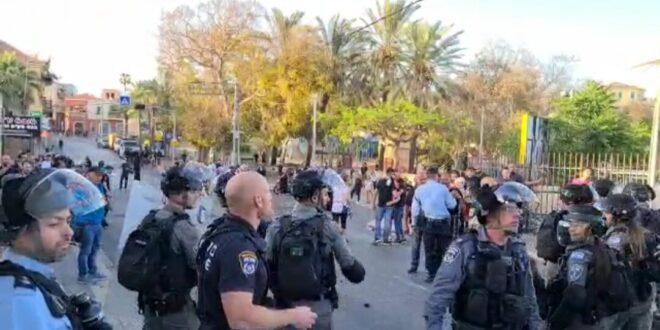 אבנים וחפצים הושלכו על שוטרים ביפו, שני שוטרים נפצעו