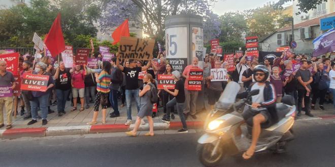 מאות מפגינים מול מטה הליכוד: ״הממשלה מציתה אש – וזה עולה לנו בחיים״