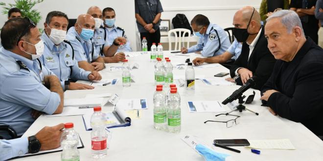 ראש הממשלה קיים הערכת מצב בעכו עם השר אוחנה ובכירי המשטרה