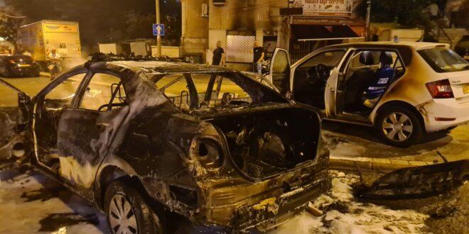 """תיעוד: השריפה מתחת למבנה מגורים בחיפה – מהניידת שנשרפה מבקת""""ב"""