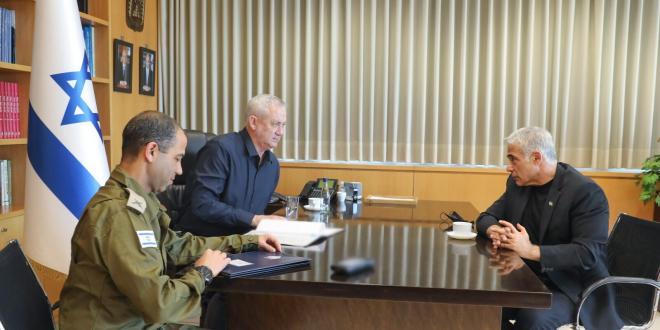 גנץ שוחח עם לפיד על המצב הביטחוני והמצב החברתי בישראל