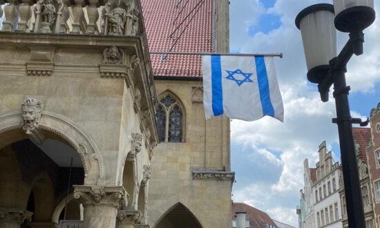 דגל ישראל הונף על בניין עיריית מינסטר בגרמניה