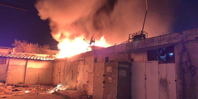 חנות עולה באש ברמלה, צוותי כיבוי במקום