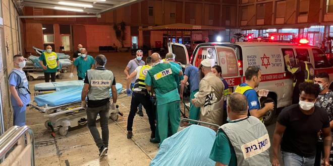 גבר בן 50 וילד בן 12 נהרגו בקריסת הטריבונה בבית הכנסת בגבעת זאב
