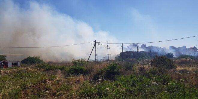 לוחמי אש מתחנת בנימין פעלו לכיבוי אש תוך כדי הפרת סדר המלווה בירי