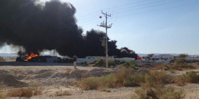 שריפה פרצה באתר למחזור פסולת בפארן, לוחמי האש פועלים לכבותה