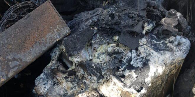שריפה בחניון תת קרקעי בפתח תקווה, צוותי כיבוי פועלים במקום