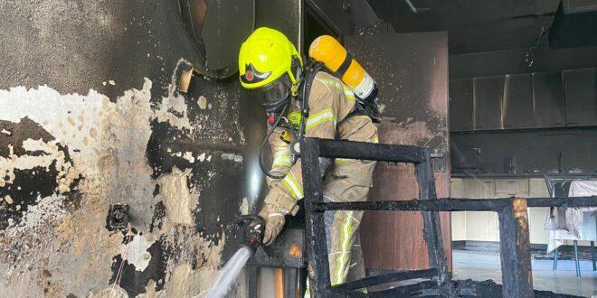 שריפה פרצה בדירת מגורים בפתח תקווה, ילד נפגע קל