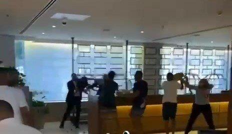 השליכו כיסאות ושולחנות: קטטה פרצה בין אורחים לעובדי מלון בירושלים