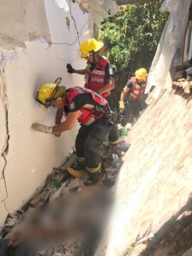 WhatsApp-Image-2021-07-12-at-13.56.25-375x500 פועל בן 28 נהרג בקריסת קורה במבנה בהרצליה, סריקות אחר לכודים נוספים