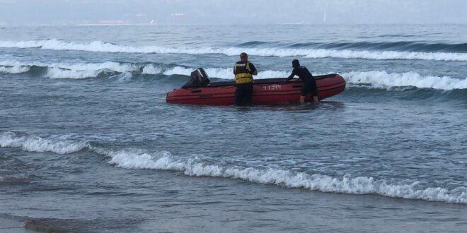 טרגדיה בעכו: אב ובנו בן העשר טבעו למוות בחוף בעיר
