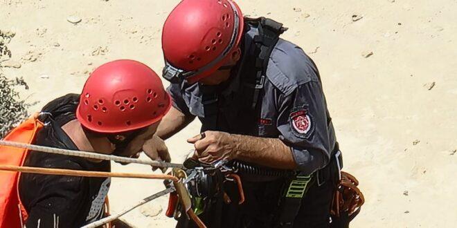 נתניה: צעיר נלכד על מצוק בחוף בעיר וחולץ בשלום