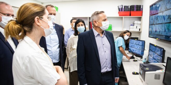 שר הבריאות: אם וכאשר נחליט על חיסון שלישי – ישראל ערוכה עם מלאי חיסונים לכולם