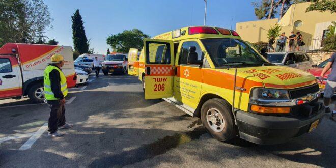 """13 נפגעים פונו לבי""""ח עקב כלור שדלף בבריכה בכפר ורדים, מספר נפגעים נוסף מטופלים במקום"""