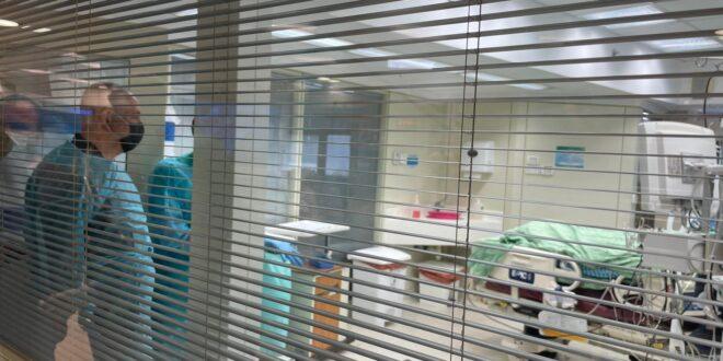 לאחר קבלת החיסון השלישי נתניהו רעייתו ביקרו את משפחתו של איציק סעידיאן בבית החולים