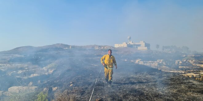 שריפה פרצה סמוך לבת גלים בחיפה, צוותי כיבוי במקום