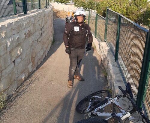 בן 60 נפל מאופניים בירושלים