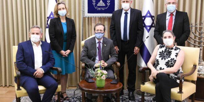 """הנשיא הרצוג נפגש עם צמרת משרד הבריאות: """"קורא לאוכלוסייה כולה לצאת להתחסן"""""""