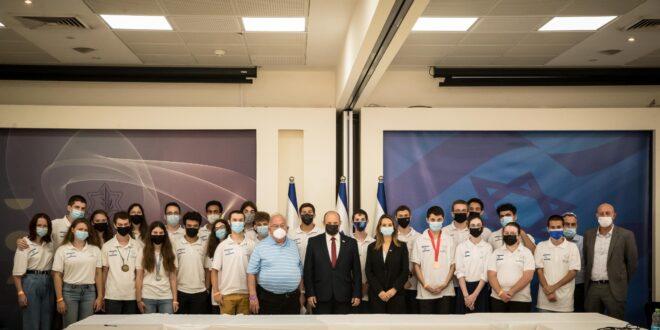"""בעקבות ההישגים: רה""""מ ושרת החינוך קיבלו את פניהם של נבחרות ישראל במדעים"""