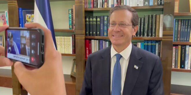 """נשיא המדינה לארטיום: """"אתה קולט שאתה מספר אחת בעולם? המדינה כולה גאה בך"""""""