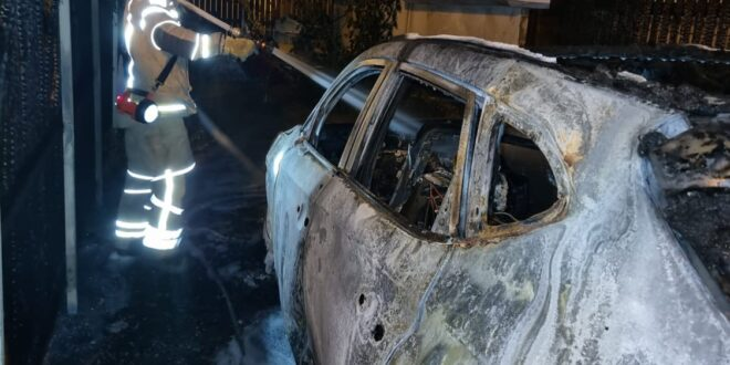 טירת הכרמל: רכב עלה באש ברחוב ז'בוטינסקי בעיר, לא דווח על נפגעים