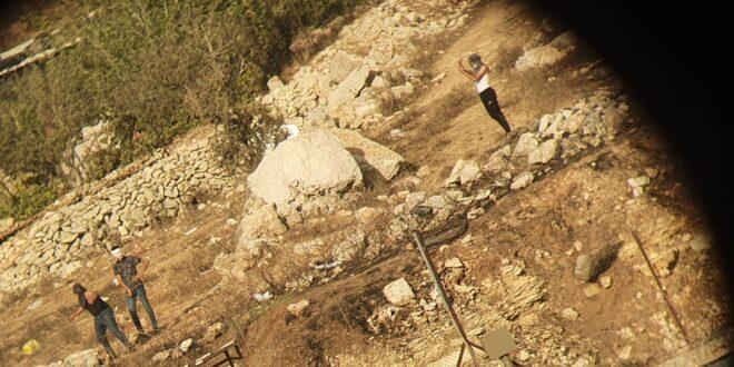 לוחמי משמר הגבול עצרו שלושה חשודים שיידו אבנים לעברם בסמוך לביתוניא