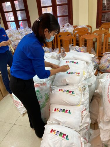 500 חבילות מזון כסיוע הומניטרי חולקו בהאנוי הבירה