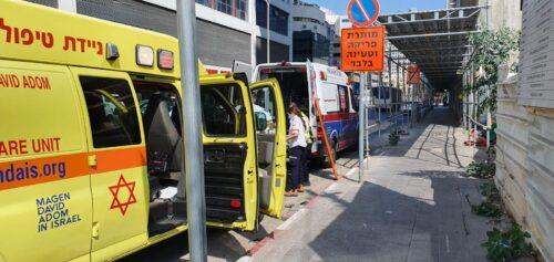 תאונה בין משאית לאוטובוס בחולון