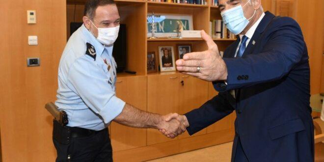 """שר החוץ לפיד והמפכ""""ל נועדו לפגישת עבודה ראשונה: """"מגיע לכם שאפו גדול"""""""